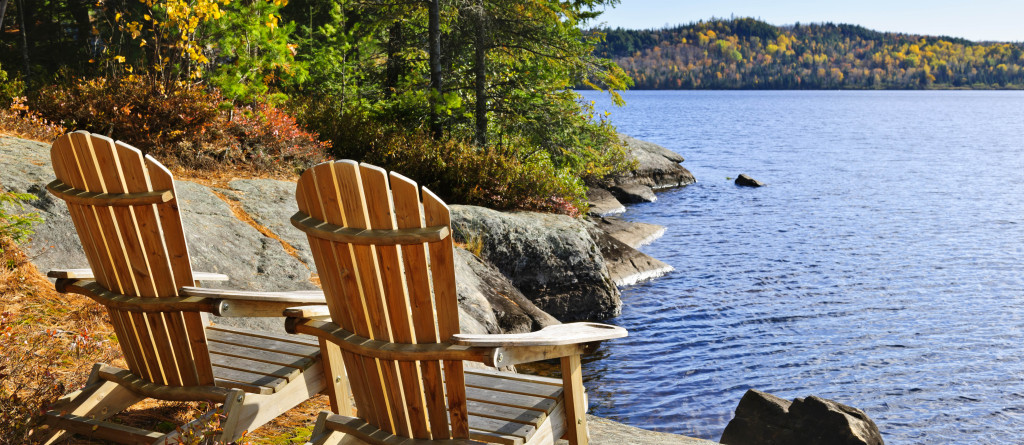Chairs on lake for article